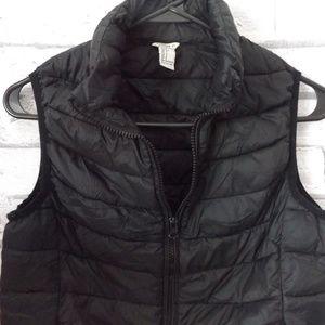 FOREVER 21 black puffer zip front vest-S
